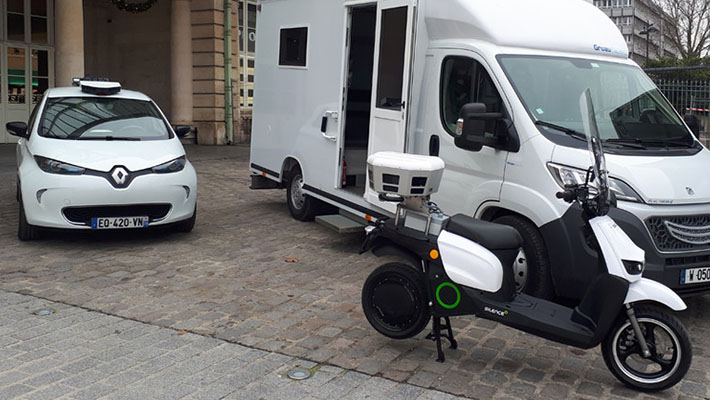 voiture et scooter stationnement Nice